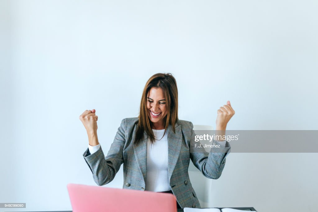Business woman with expression of triumph in the office : ストックフォト