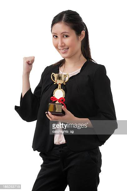 mulher de negócios com troféus - trophy - fotografias e filmes do acervo