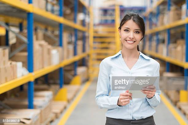 business woman working at a warehouse - weibliche angestellte stock-fotos und bilder