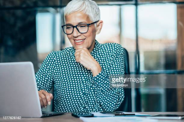 business woman working - waist up stock pictures, royalty-free photos & images