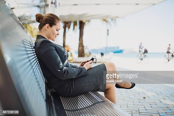 business woman working with mobile phone. - só uma mulher de idade mediana - fotografias e filmes do acervo