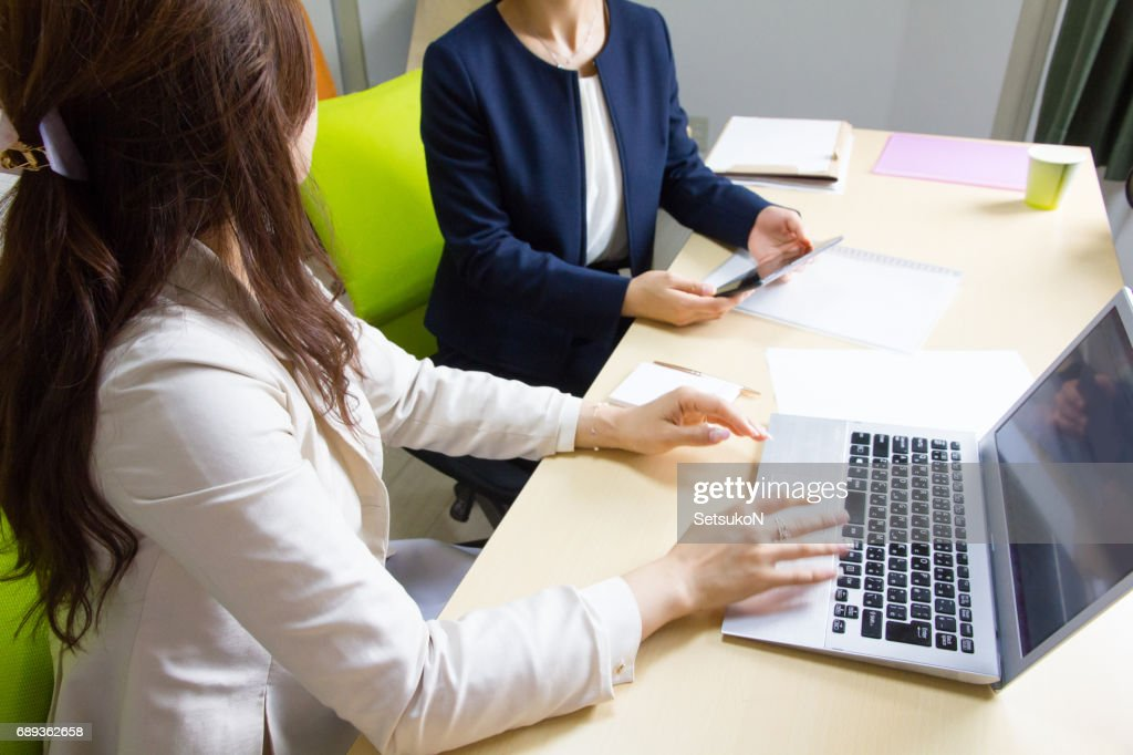 Business Women, One-to-one Meeting : Stock Photo