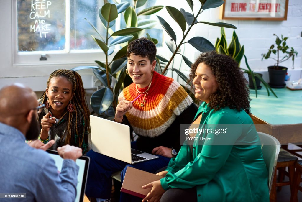 Business women talking to male colleague, informal meeting : Stock Photo