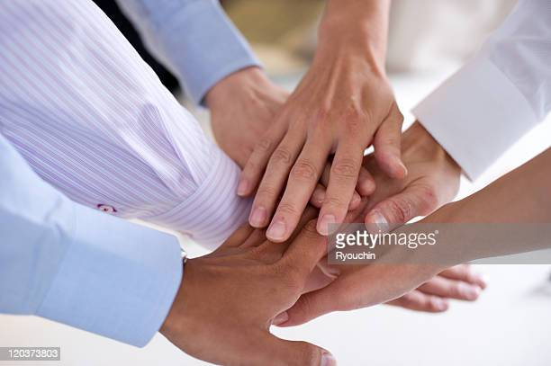 business,businesslife,office - huddling stock pictures, royalty-free photos & images
