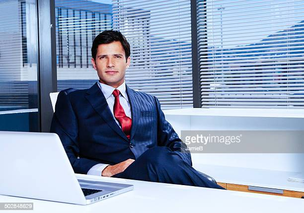 businessman a desk in the office - diretor geral - fotografias e filmes do acervo
