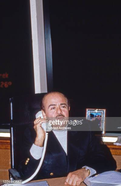 Businessman Adnan Khashoggi at his desk in his office at Olympic Tower in New York, USA 1986.