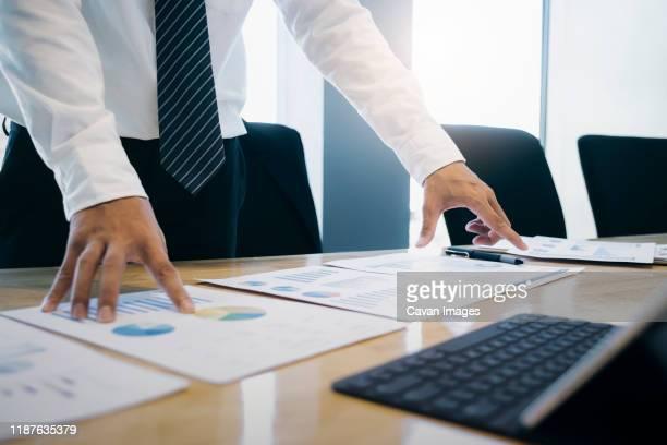 businessman analyse investment marketing data. - economia - fotografias e filmes do acervo