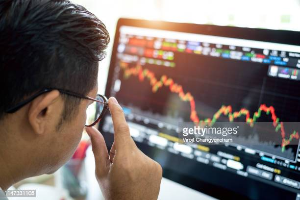 businessman analysis stock market - börse stock-fotos und bilder
