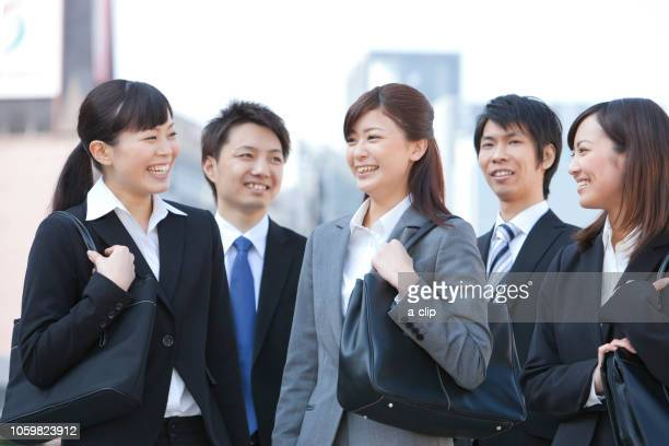 笑顔のビジネスマンとビジネスウーマン - ルーキー ストックフォトと画像