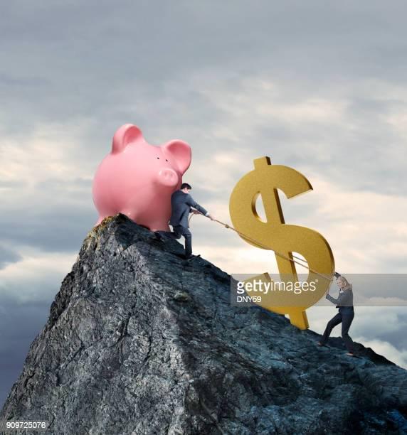 unternehmer und unternehmerin, die versuchen, ihre finanziellen ziele zu erreichen - kapitalismus stock-fotos und bilder