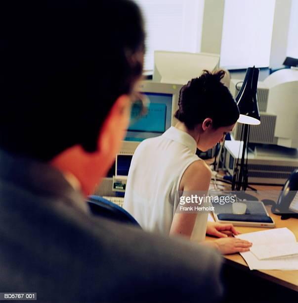 businessman and businesswoman in office, rear view - ongewenste intimiteit stockfoto's en -beelden