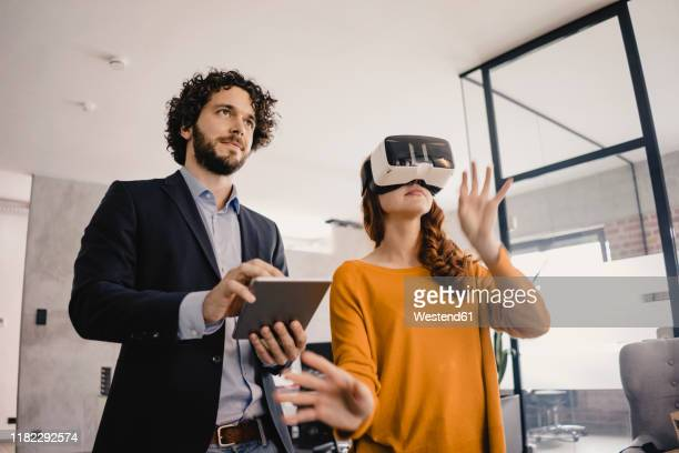 businessman and businesswoman with vr glasses and tablet in office - realidade virtual imagens e fotografias de stock