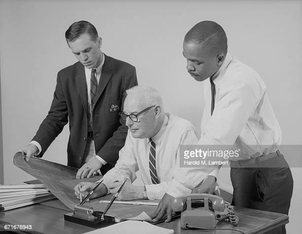 businessman and employees discussing plans in office - {{ contactusnotification.cta }} stock pictures, royalty-free photos & images