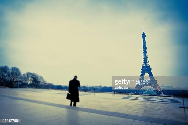 Homme d'affaires et de la Tour Eiffel depuis le Trocadéro