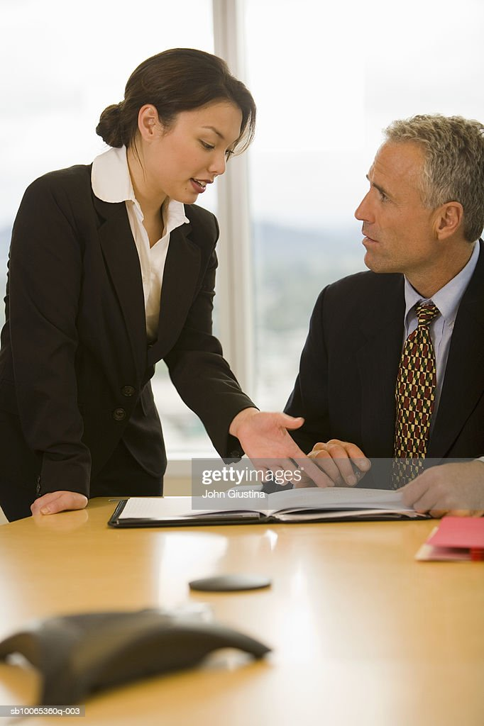 Businessman and woman discussing in office : Foto stock
