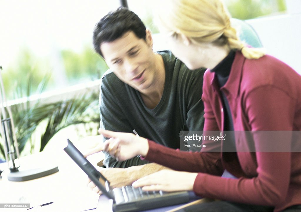 Businessman and woman with laptop computer : Stockfoto