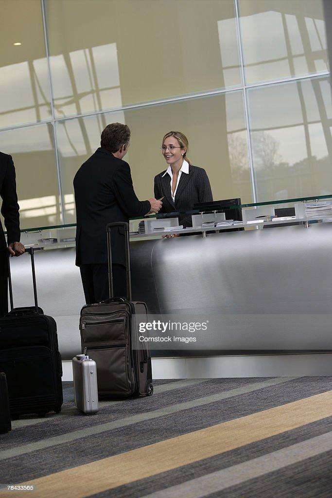 Businessman at airport : Stockfoto