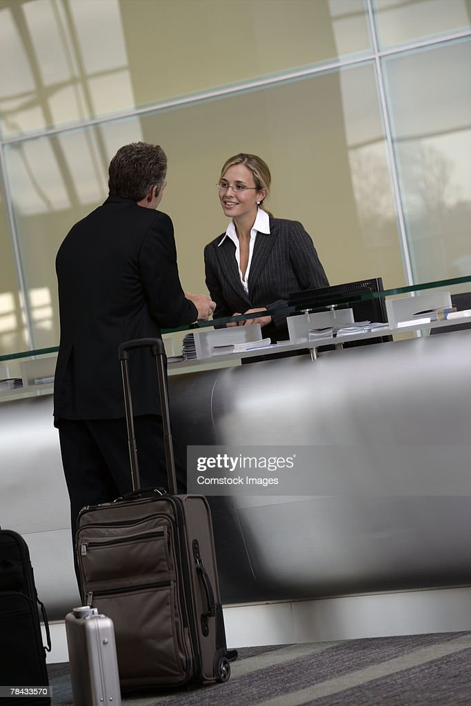 Businessman at airport : Stockfoto