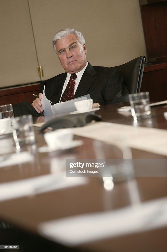 Businessman at conference table : Stockfoto