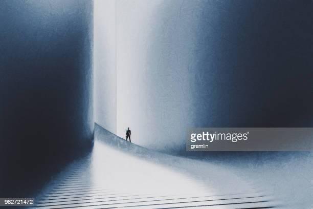 hombre de negocios en la parte superior de las escaleras - top fotografías e imágenes de stock