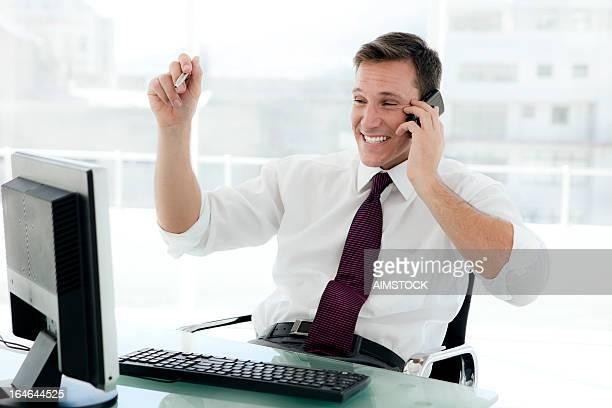 Homme d'affaires au lieu de travail