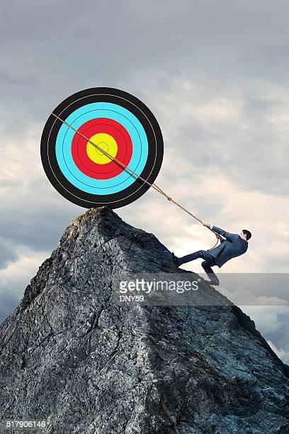 Hombre intenta lograr su objetivo de atrapar con lazo objetivo