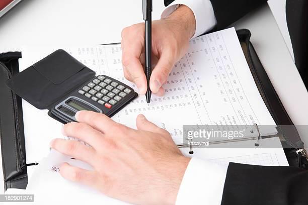 Empresário ocupado com os relatórios