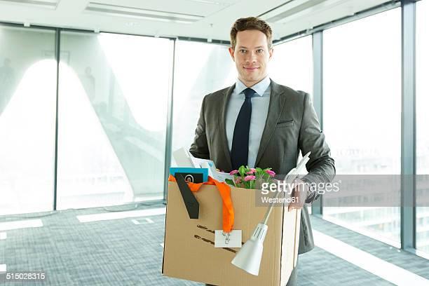 businessman carrying cardboard box in office - マゾフシェ県 ストックフォトと画像