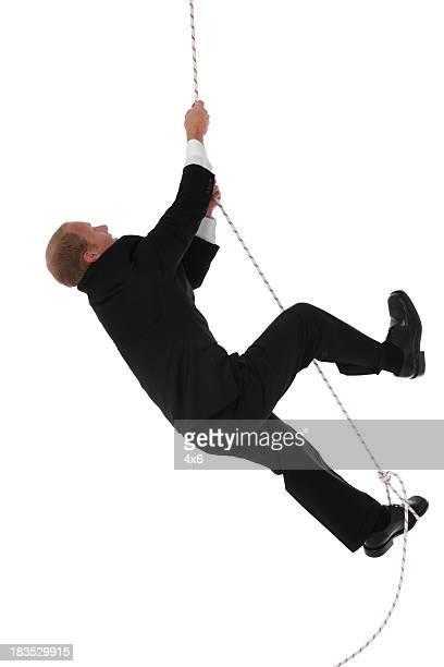 Homme d'affaires grimper à la corde