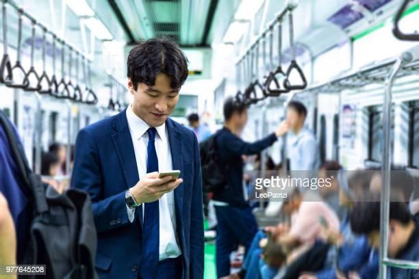 ソウル - 韓国で自転車通勤のビジネスマン - 鉄道 ストックフォトと画像