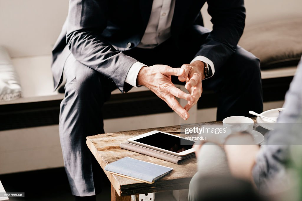 Businessman consulting customer in cafe : Stock-Foto