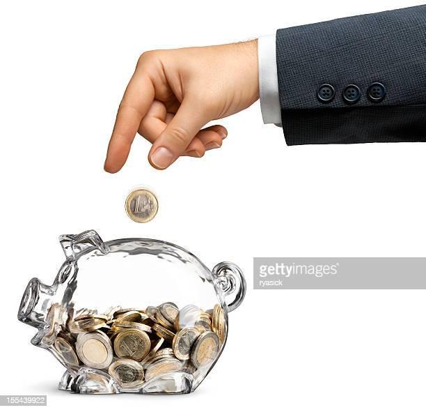 Geschäftsmann, dass der Euro in Clear sparen Sparschwein