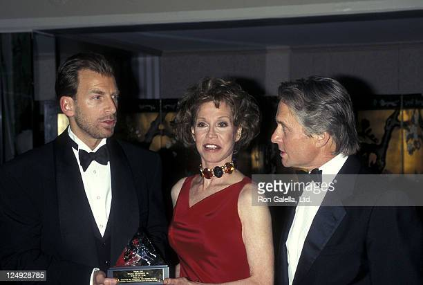 Businessman Edgar Bronfman Jr actress Mary Tyler Moore and actor Michael Douglas attend the Juvenile Diabetes Research Foundation International...