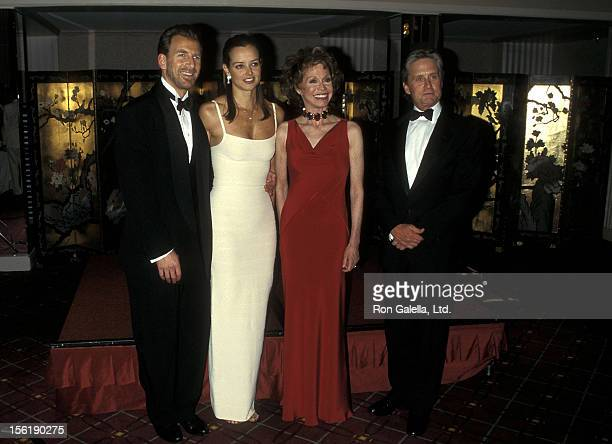 Businessman Edgar Bronfman Jr and wife Clarissa Alcock actress Mary Tyler Moore and actor Michael Douglas attend the Juvenile Diabetes Research...