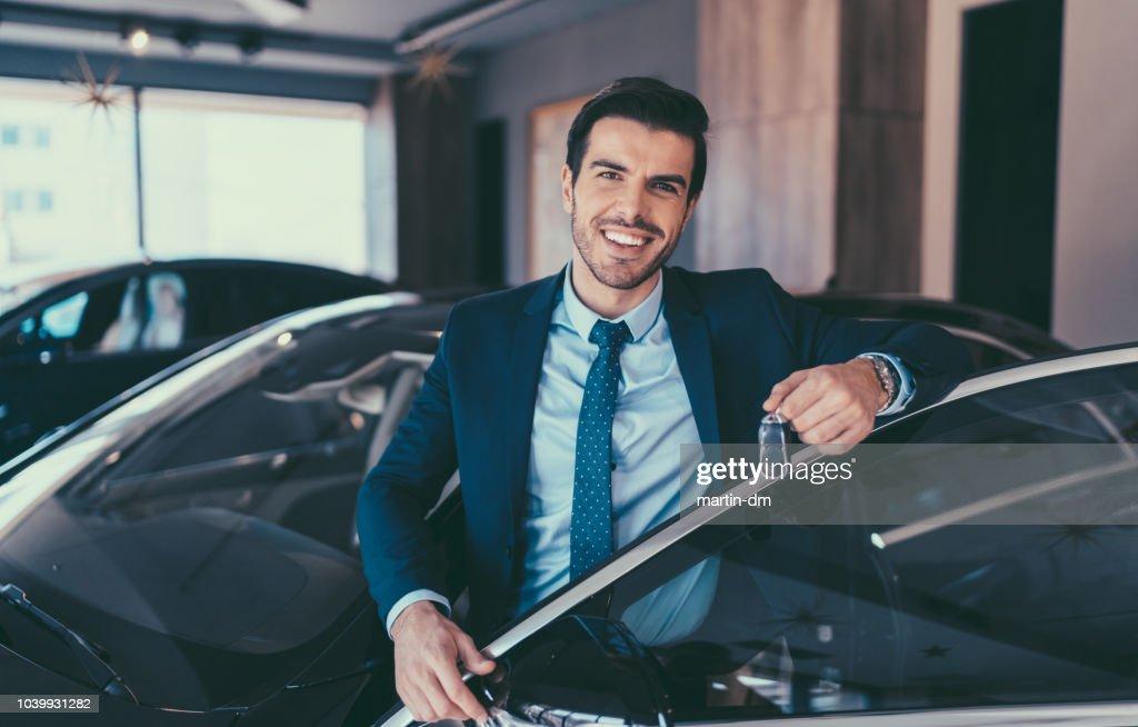 Con coche nuevo empresario : Foto de stock