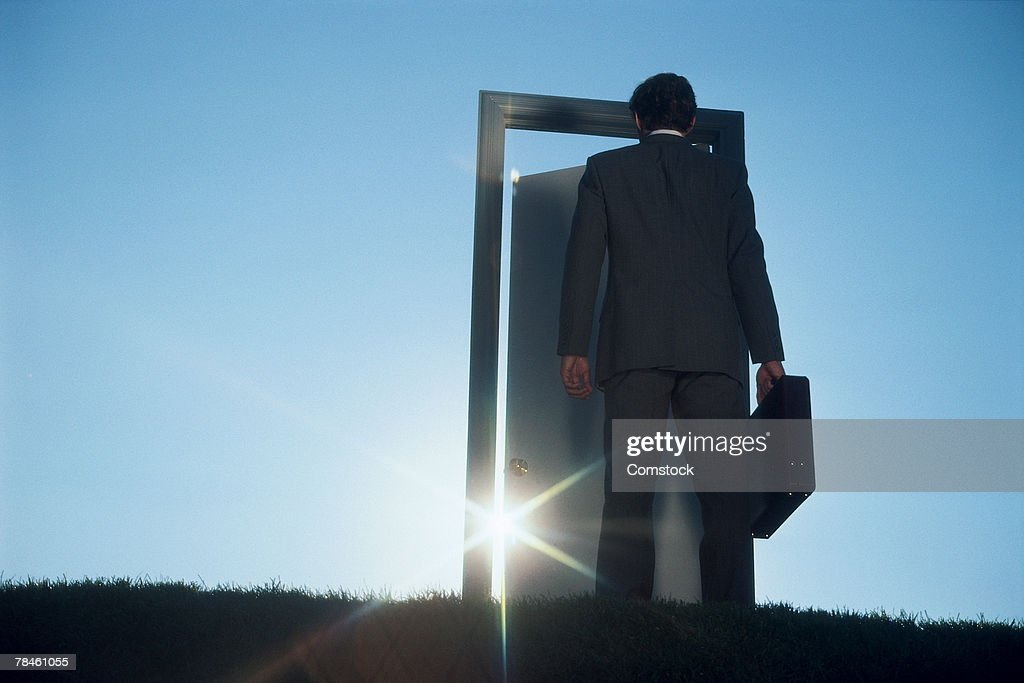 Businessman entering door outdoors : Foto de stock