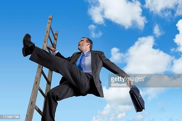 Empresario falling down de escalera