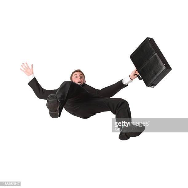 Geschäftsmann mit Aktenkoffer fallen