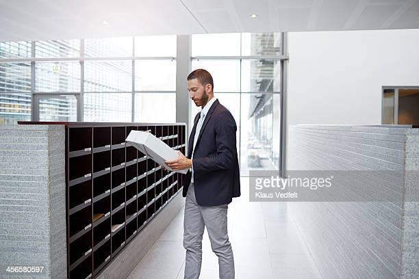 businessman getting package from dovecote - driekwartlengte stockfoto's en -beelden