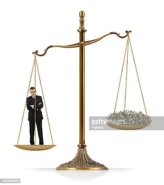 Hombre de negocios mayor significará que dinero