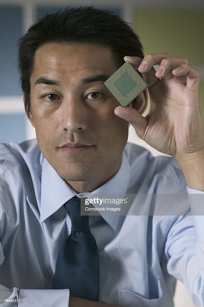 Businessman holding computer chip : Stockfoto