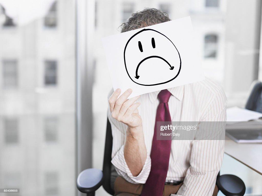ビジネスマンを考える悲しげな顔の写真 : ストックフォト