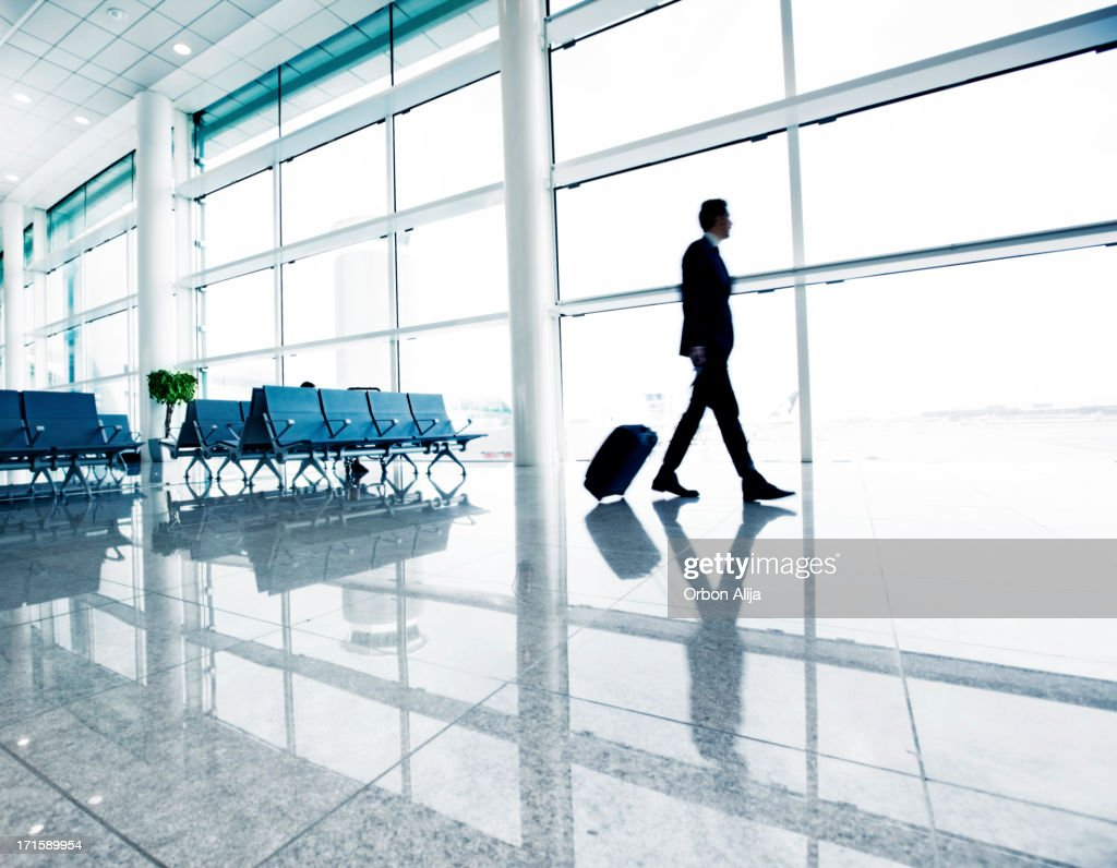 Homme d'affaires à l'aéroport : Photo