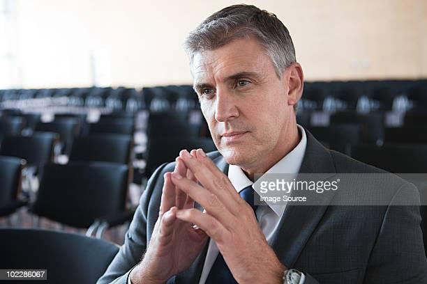Geschäftsmann im Tagungsraum