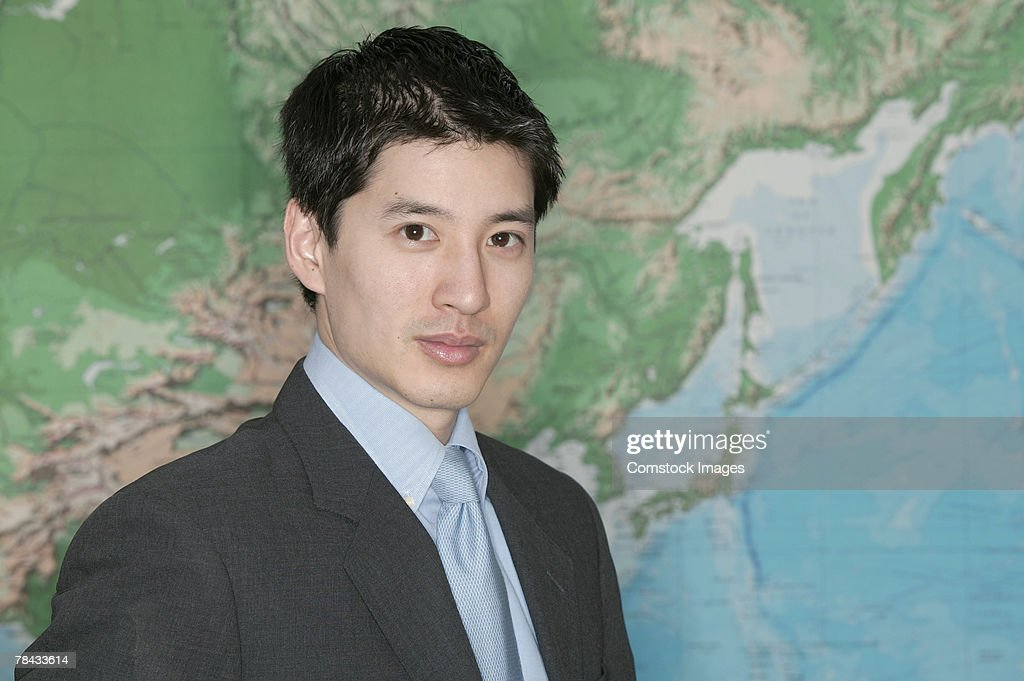 Businessman in front of world map : Stockfoto