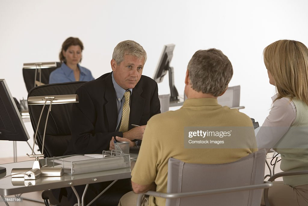 Businessman in meeting with couple : Stockfoto