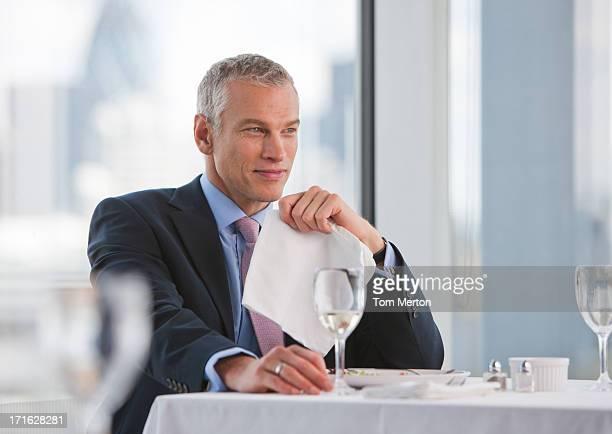 Geschäftsmann im restaurant