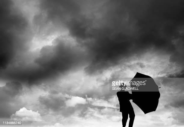 businessman in storm - crisis fotografías e imágenes de stock