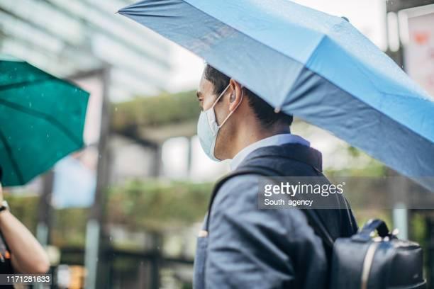 affärsman i staden - kirurgmask bildbanksfoton och bilder