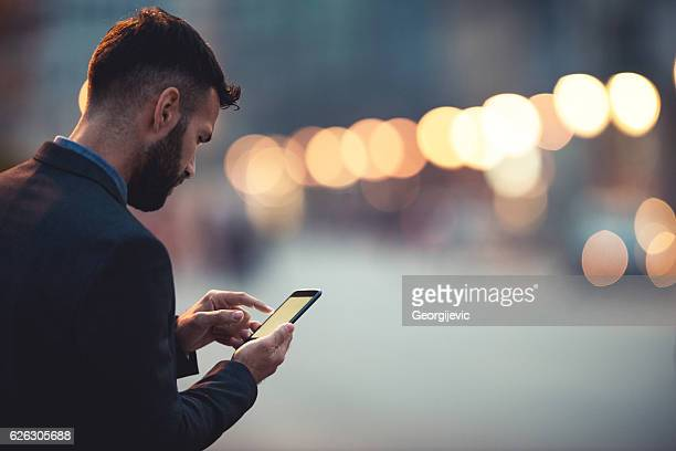 businessman in the city - sms'en stockfoto's en -beelden
